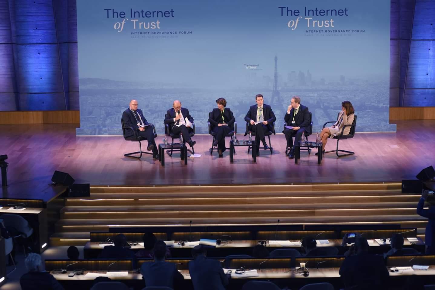 Panel modéré par Pierre Bonis (DG Afnic) sur le renforcement de la gouvernance de l'internet et du FGI lors du FGI Monde 2018 à Paris.